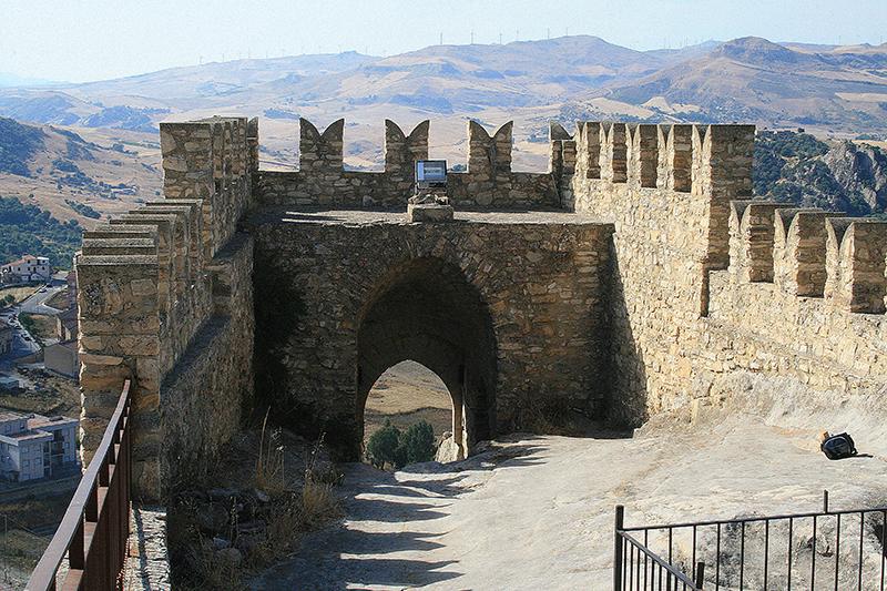 Risultati immagini per castello di sperlinga