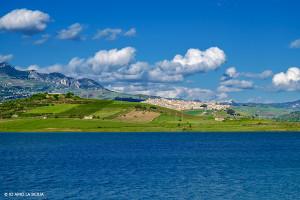 Sambuca-di-Sicilia-Veduta-dal-Lago-Arancio